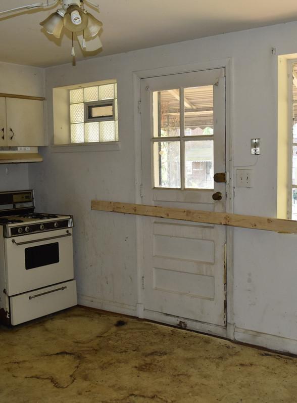 400 Kitchen.jpg