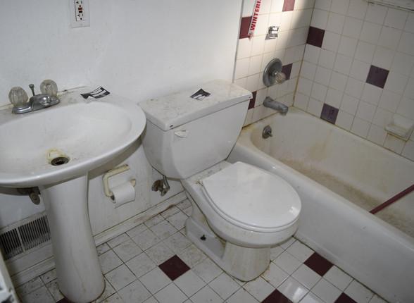7.3 Full Bathroom.JPG