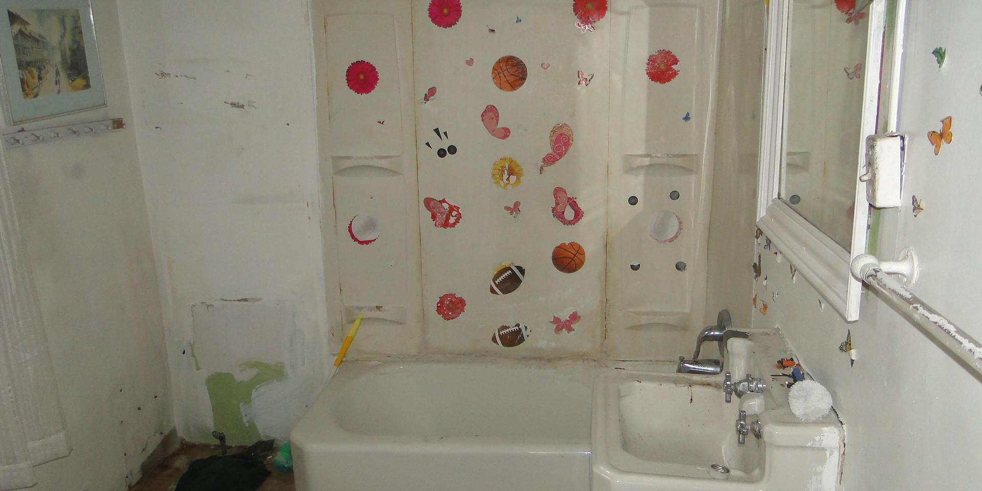 07.1 - Main Level Bath.JPG