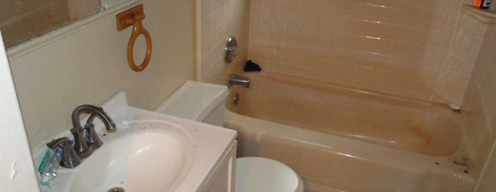 09 Bathroom.JPG