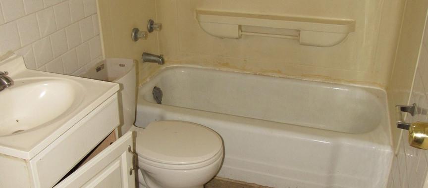 100 Apt 1 BathroomJPG.jpg