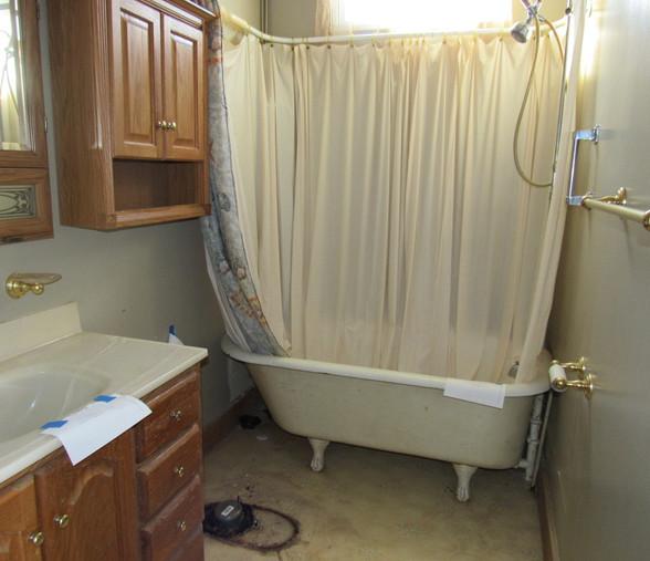 270 Main level BathroomJPG.jpg