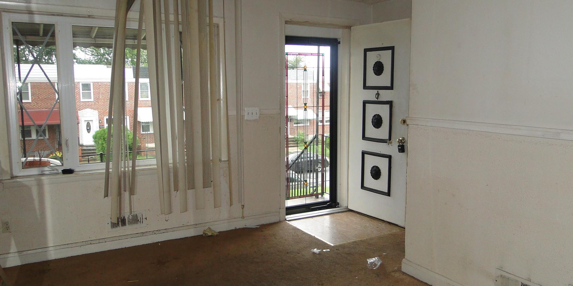04 - Living Room 4.JPG