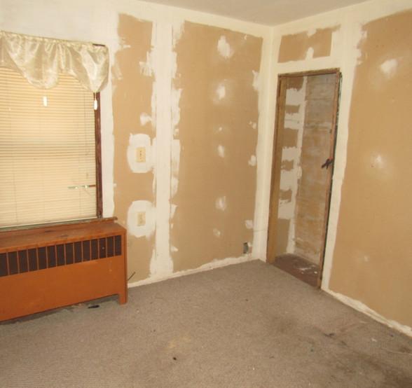 140 - 1525 Bedroom.jpg