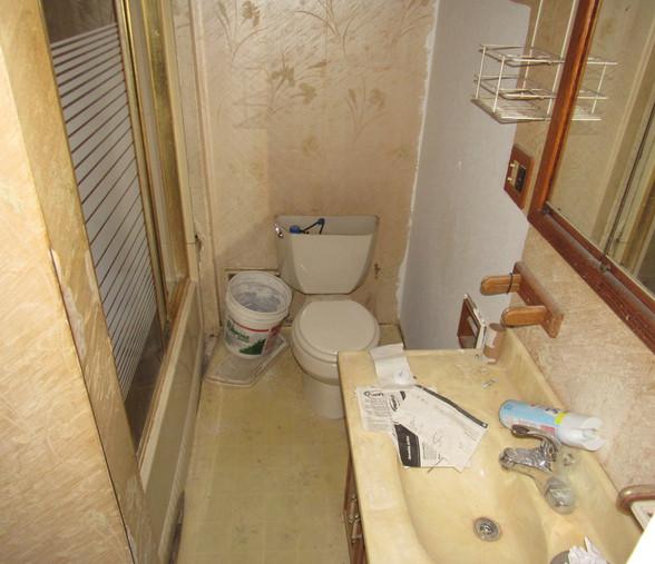 170 BathroomJPG.jpg