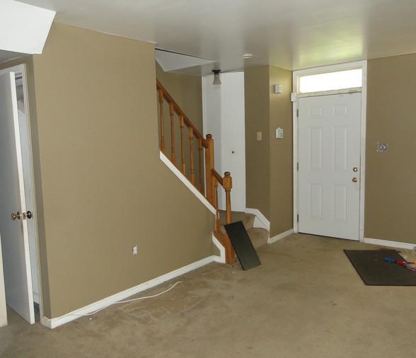05 - Living Room 5.JPG