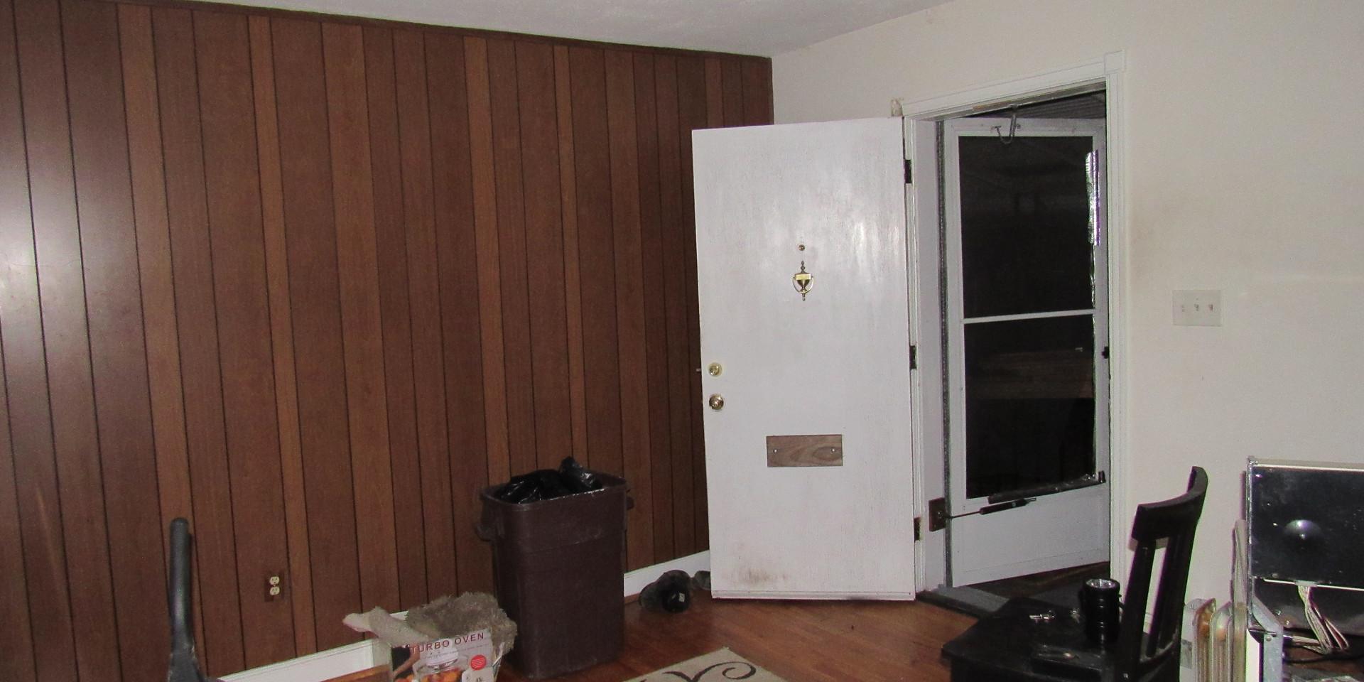 05 Living Room: Entry.JPG