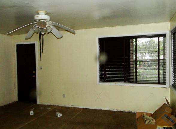 02 - Living Room 6.JPG
