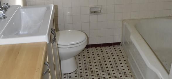 200 Bathroom.jpg
