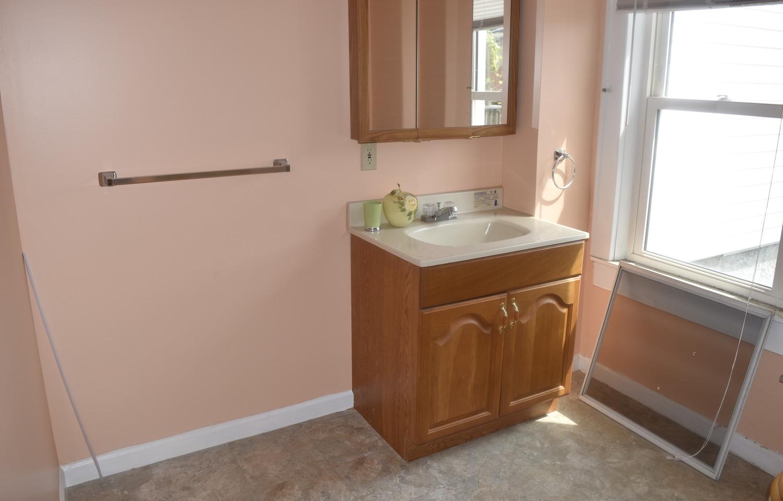 190 BathroomJPG.jpg