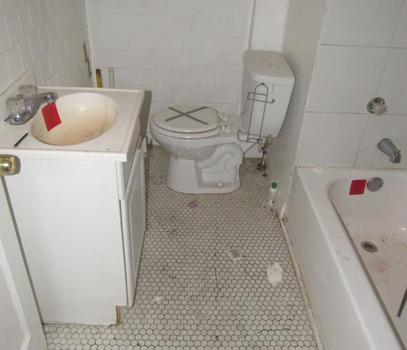 220 BathroomJPG.jpg