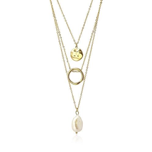 C42 Collar triple, acero quirúrgico y perla cultivada.