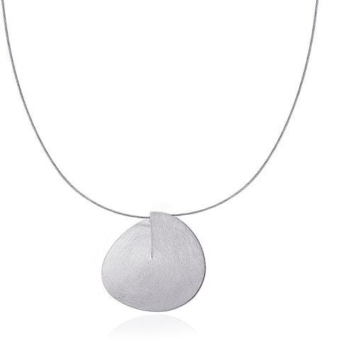 C53 Collar geométrico con cordón de acero acabado efecto hielo.