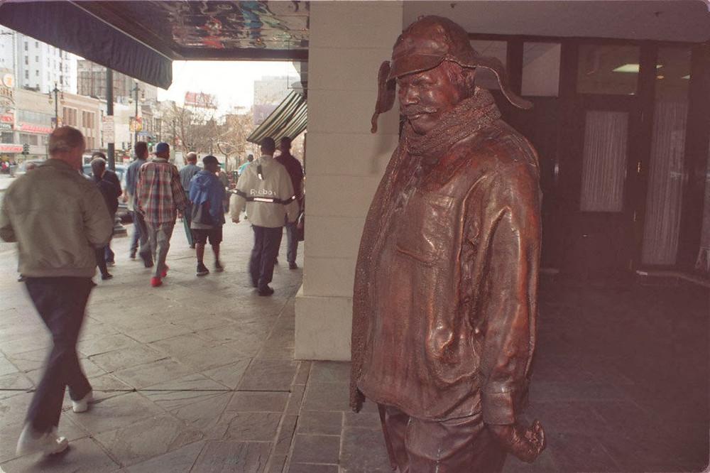 Estatua dedicada a Ignatius J. Reilly en Nova Orleans
