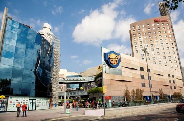 Centro comercial Heron City, donde Zanon lleva a sus personajes.