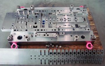Automotive - Folgeverbundwerkzeuge