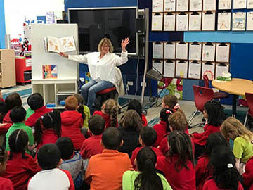 Tracey-Hawkins-reading-to-children-360px