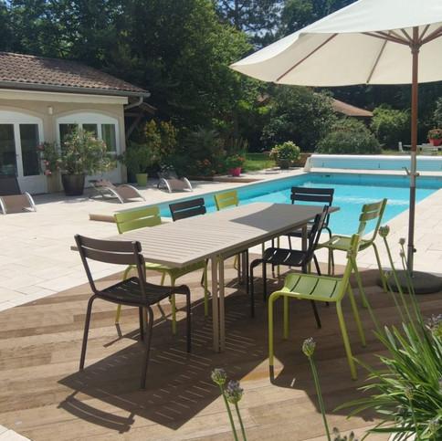 1-Terrasse et piscine Charbonniere les b