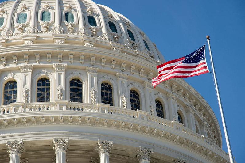 454353-2000w-us-capitol-dome-cupola-flag