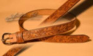 Ceintures étonnant recouverte de cuir ou classique avec ardillon. Passant cuir stylisé