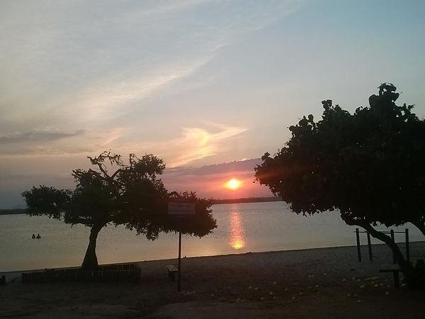 por do sol  lagoa carapebus