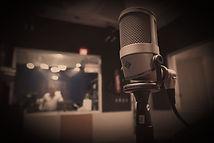 Sprecherdemos Mikrofon im Studio