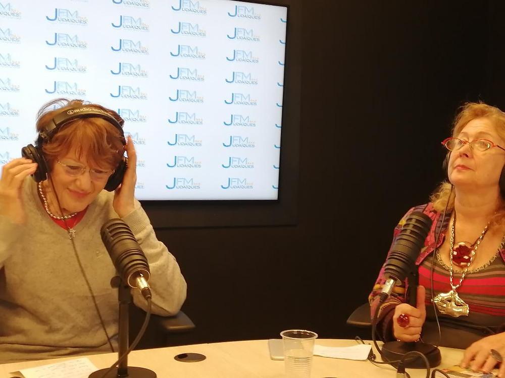 Mira Maodus et la journaliste et historienne de l'art Francine Szapiro