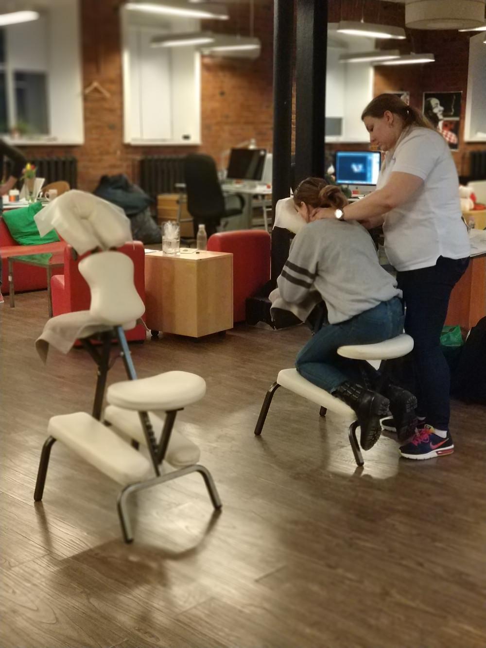 Массаж на стуле