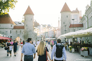 2135_Walking in Tallinn Old town_Rasmus