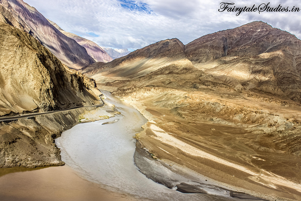 Sangam - Where Zanskar river and Indus river unite (The Zanskar Odyssey travelogue)