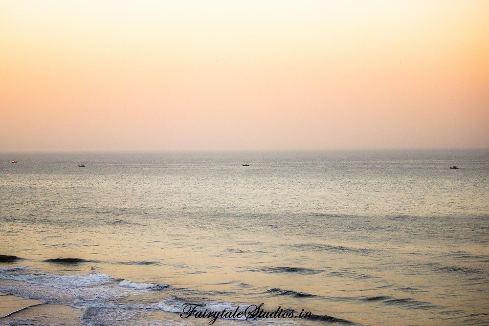 Boats line up in arabian sea - View from cliffs on velas beach