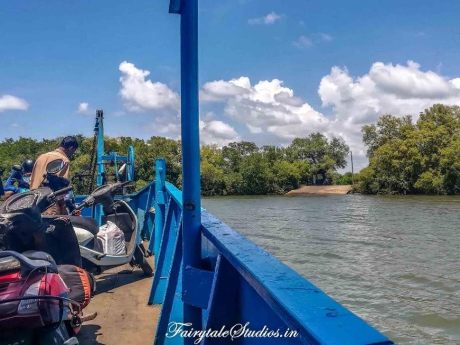 Ferry carrying passengers and vehicles to Divar Island, Goa