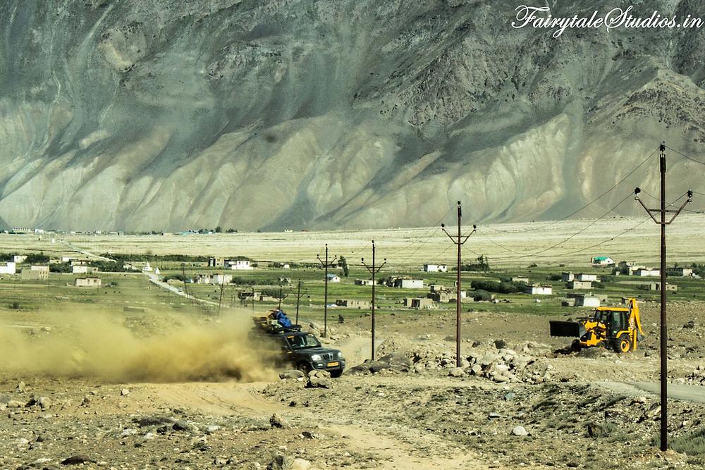 A car driving through muddy roads near Padum, Zanskar (The Zanskar Odyssey Travelogue)