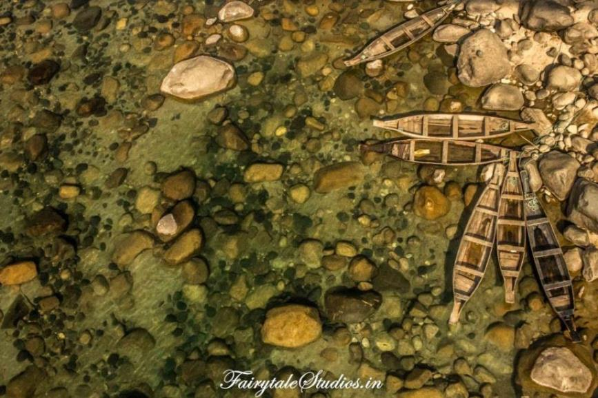 Boats in Transparent water in Shnongpendeng_Umngot river_Meghalaya Odyssey_Fairytale Photo blogs (3)