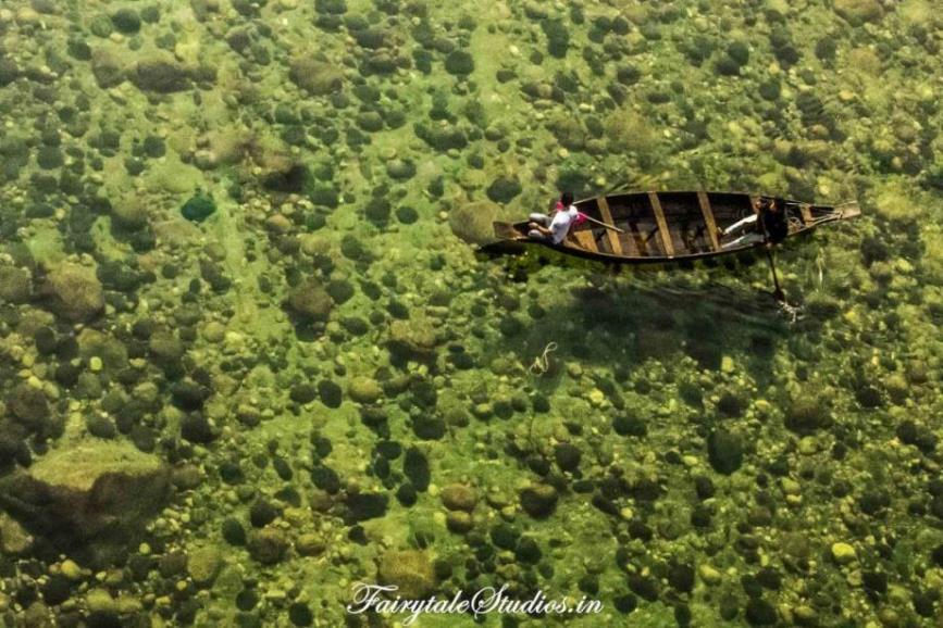 Boats in Transparent water in Shnongpendeng_Umngot river_Meghalaya Odyssey_Fairytale Photo blogs (4)