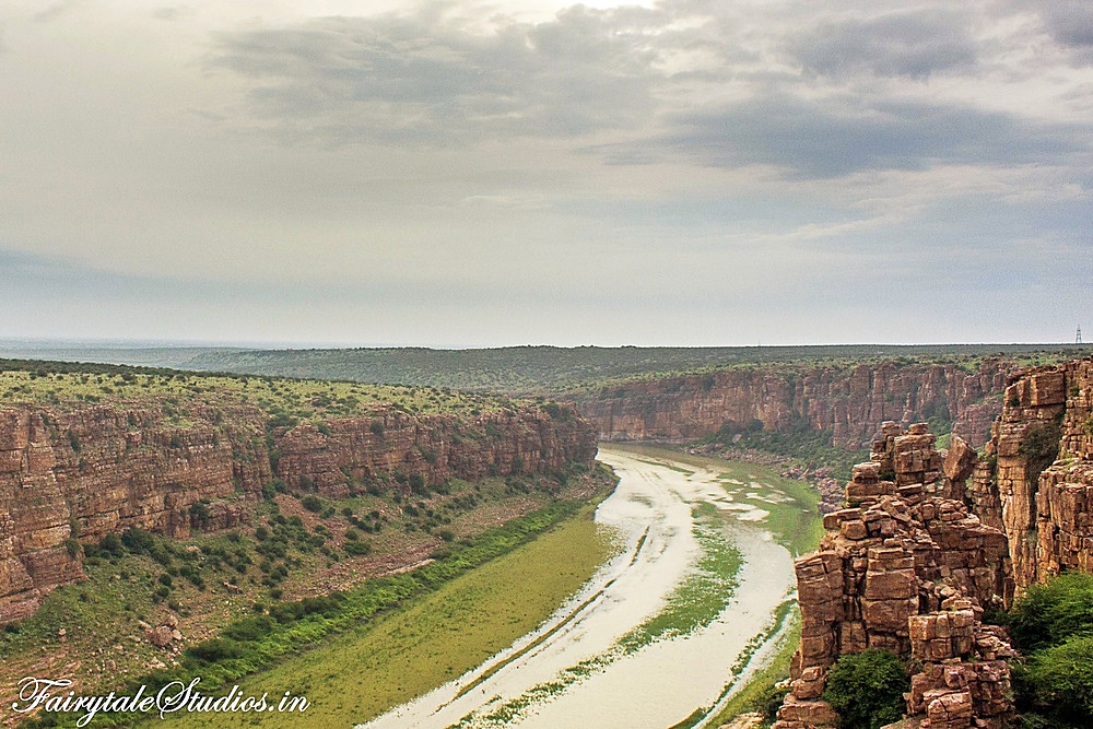The stretch of Grand canyon of India, Gandikota which is very similar to Grand canyon of US