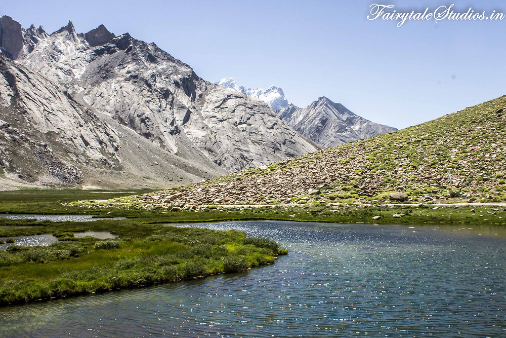Crystal clear sparkling water in one of the many lakes we came across on the way to Rangdum (The Zanskar Odyssey Travelogue)