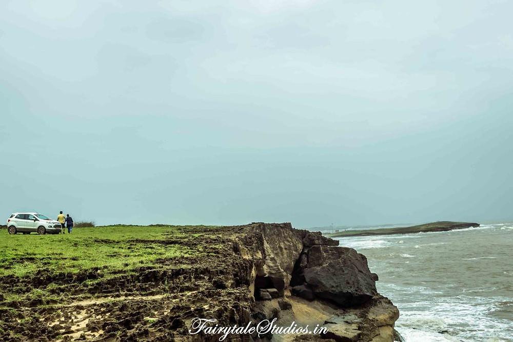Views along cliffs in Diu