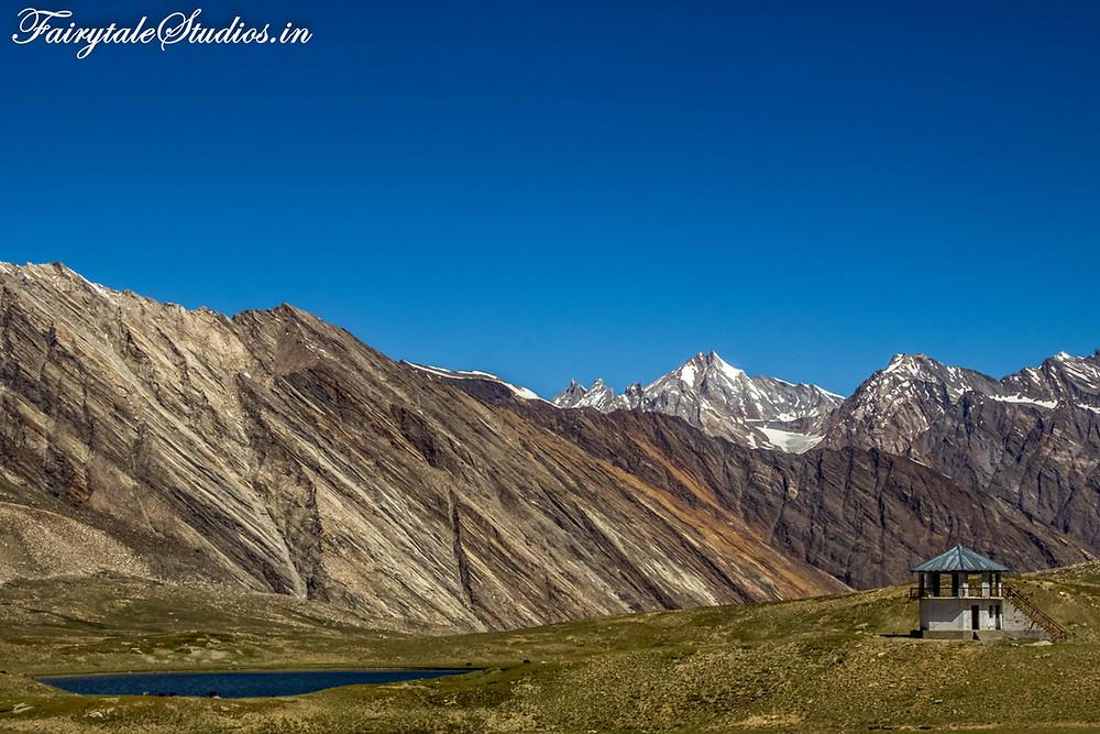 Amazing landscapes near Penzila pass on the way to Padum from Rangdum (The Zanskar Odyssey Travelogue)