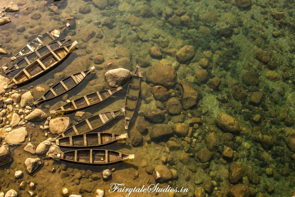 Boats in Transparent water in Shnongpendeng_Umngot river_Meghalaya Odyssey_Fairytale Photo blogs (2)