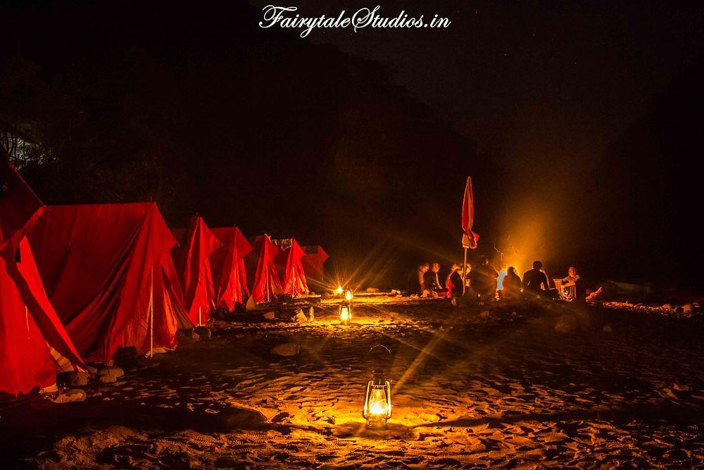 Bonfire and lanterns in front of camping tents Pioneer Adventures, Shnongpdeng