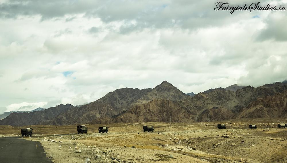 Army trucks enroute from Leh to Kargil (The Zanskar Odyssey travelogue)