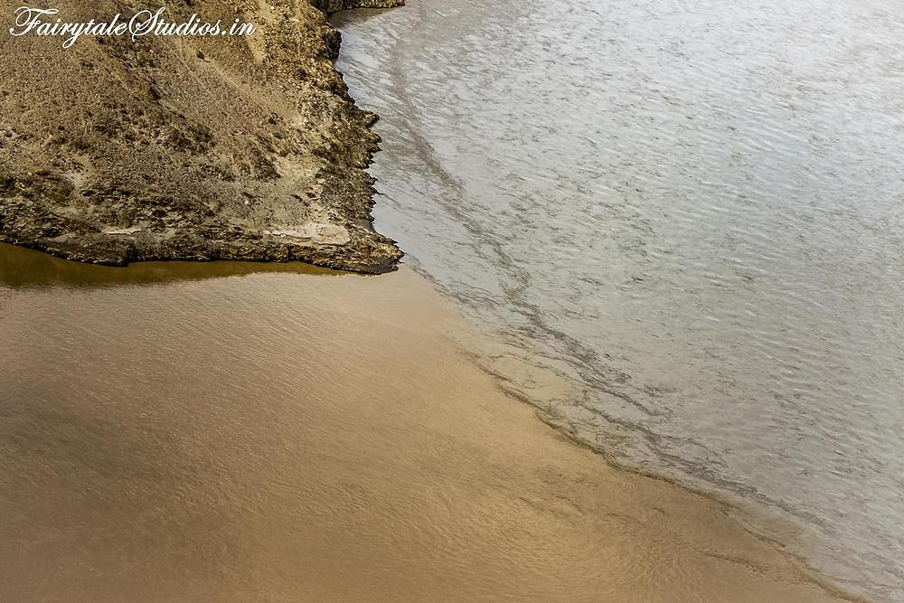 Sangam - Merging colors of Zanskar and Indus river (The Zanskar Odyssey travelogue)