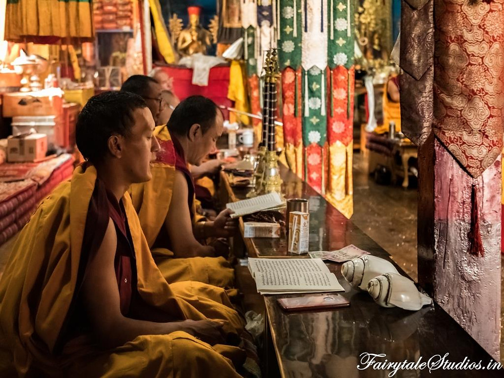 Monks reciting prayers in a monastery in Spiti Valley, India_Introduction to Spiti Valley
