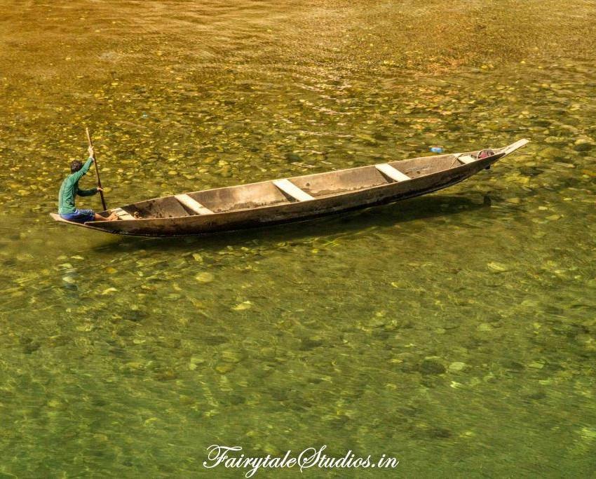 Boats at river banks in Dawki_Umngot river_Meghalaya Odyssey_Fairytale Photo blogs (5)