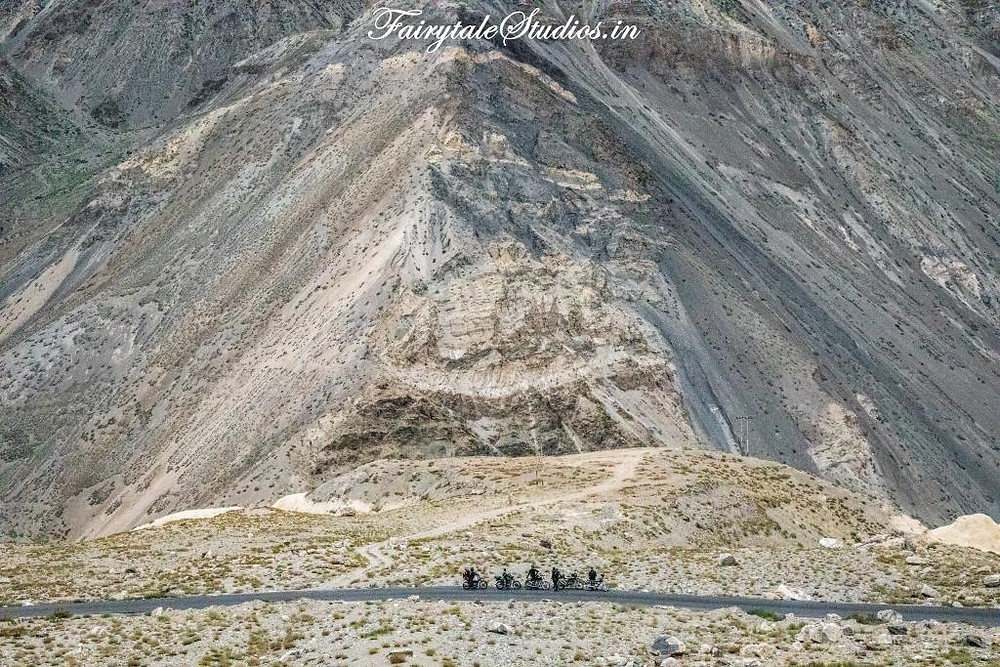 Roads in Spiti Valley cut across huge barren mountains_Introduction to Spiti Valley