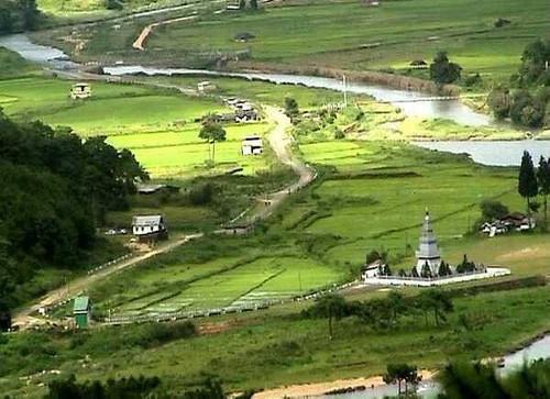 Syntu Ksiar valley in Jaintia Hills. Image credits - Kleptodigger (http://www.flickriver.com/photos/68719909@N03/popular-interesting/)