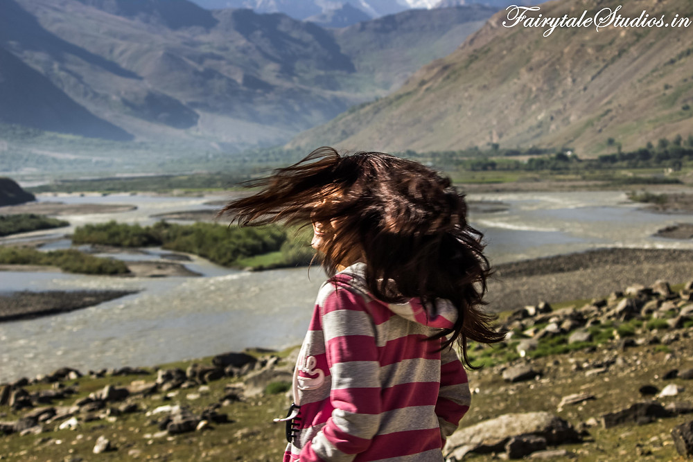 Enjoying the sight, the wind and the chill at Panikhar