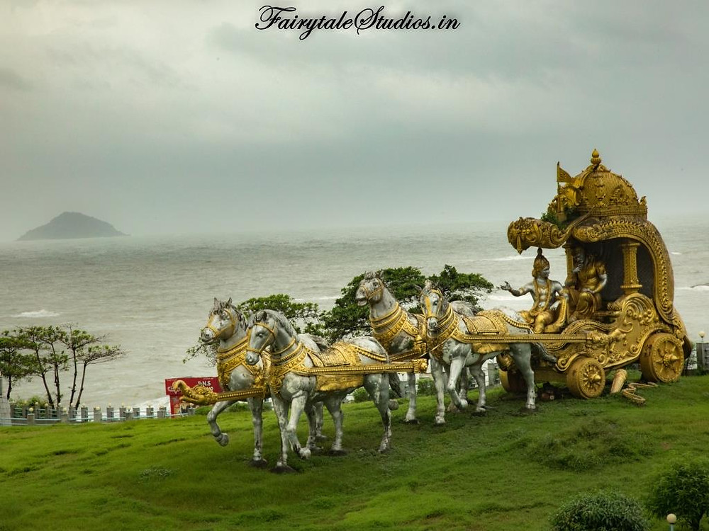 Murudeshwar statue park has number of statues spread around Lord Shiva statue which depict mythological stories of significance