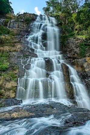 Tyrshi waterfalls, Jaintia Hills. Image credit - Manabendra Dey (https://www.flickr.com/photos/manabendradey/15627395471)